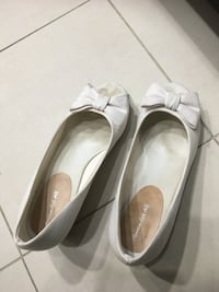 American Eagle white shoes size -6 or 6.5 Surrey, V3T 0C6