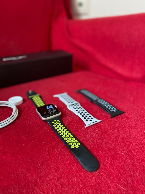 Apple Watch 3 Nike Series (42 mm) + 2 Kordon 9a8fc39e-e585-46ce-9991-1e3c806596fc