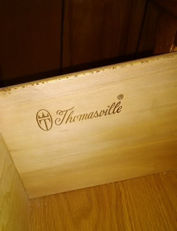 Thomasville five drawer chest of drawers daea6a45-893e-4f09-adfe-ddf24f492617
