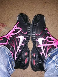 pair of black-and-pink Nike  running shoes Oklahoma City, 73112