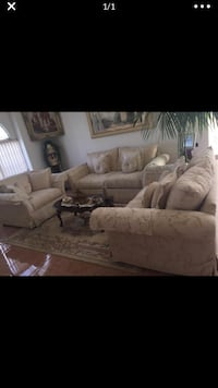 Ivory/Beige Couches Bakersfield, 93312