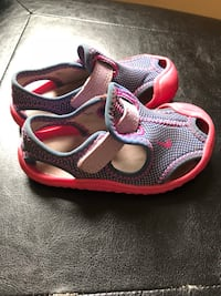 Nike water shoes  toddler size 4. Lots of life left. Smoke free home. Pick up only   Amsterdam, 12010