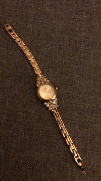 GUESS Women's Yellow Gold Watch 30 km