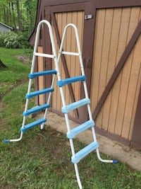 Brand new pool ladder still in the box for medium or large ring pools