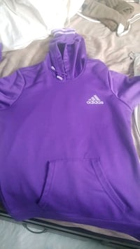 Adiads hoodie size small New Westminster, V3M 5J6