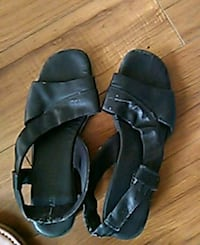 pair of black leather open-toe sandals East Saint Paul, R2E 1C6