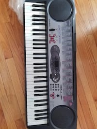 Black and white electronic keyboard Rosemont, 60018