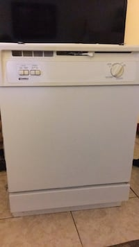 white top-load clothes washer Hamilton, L8E