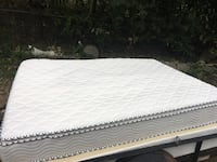 Beauty Rest queen mattress, box spring, and frame Shoreview, 55126