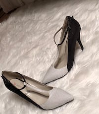 Pair of black and white pointed-toe pumps Baltimore, 21205
