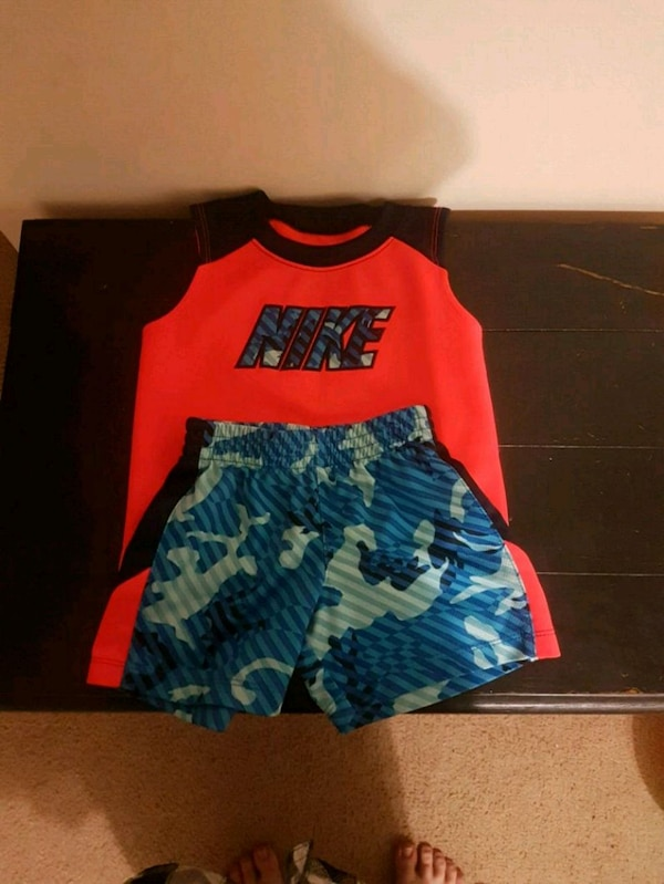 3a320c3c Brukt Boys 12 months nike muscle shirt and shorts til salgs i ...