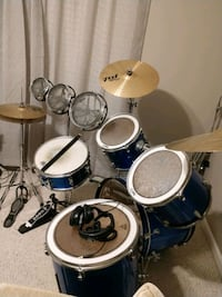Ludwig drumset in good condition. Includes everything seen in pic.