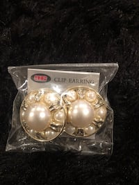 White and gold clip-on earrings Temple Hills, 20748