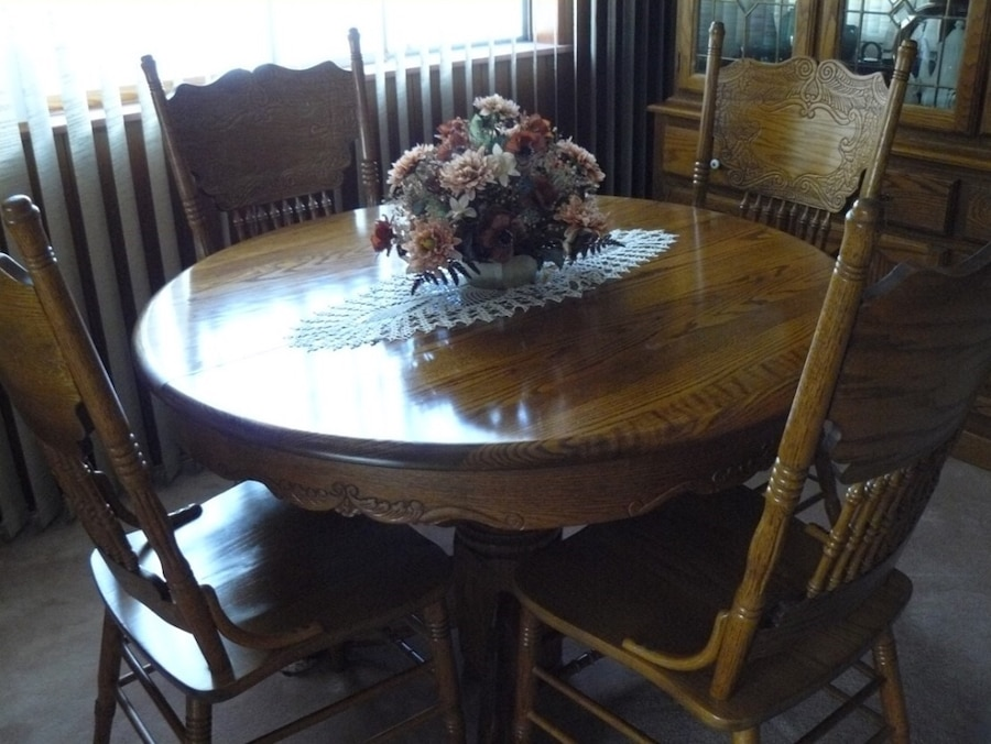 used oak hutch dining table with butterfly leaf and 4 chairs for rh gb letgo com