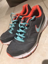 Nike woman's running shoes 9.5 Mont-Royal, H3P 1V8