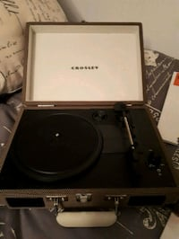 Crosley vinyl player bundle  Richmond Hill, L4C 0M7