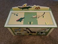 Zoo animals wood toy chest Muskego, 53150