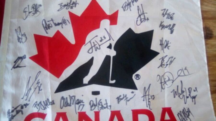 Autographs...of whole Canadian hockey team, t 3