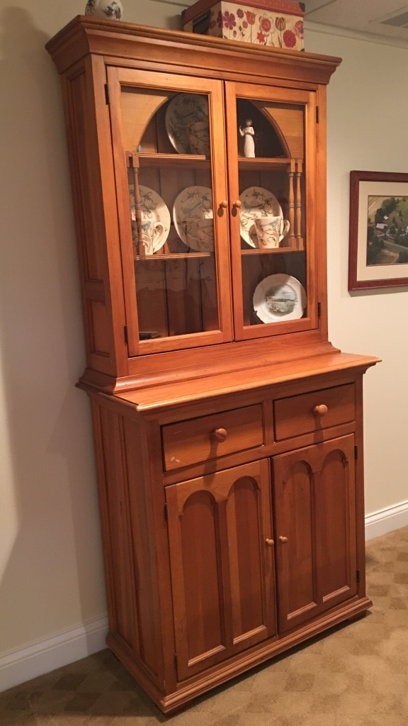 Lexington Dining Room Buffet Cabinet With Antiques Glass Doors, Price  Negotiable Arnold Palmer Collection