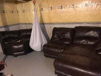 Brown leather recliner sofa set Brantford, N3T 6S6