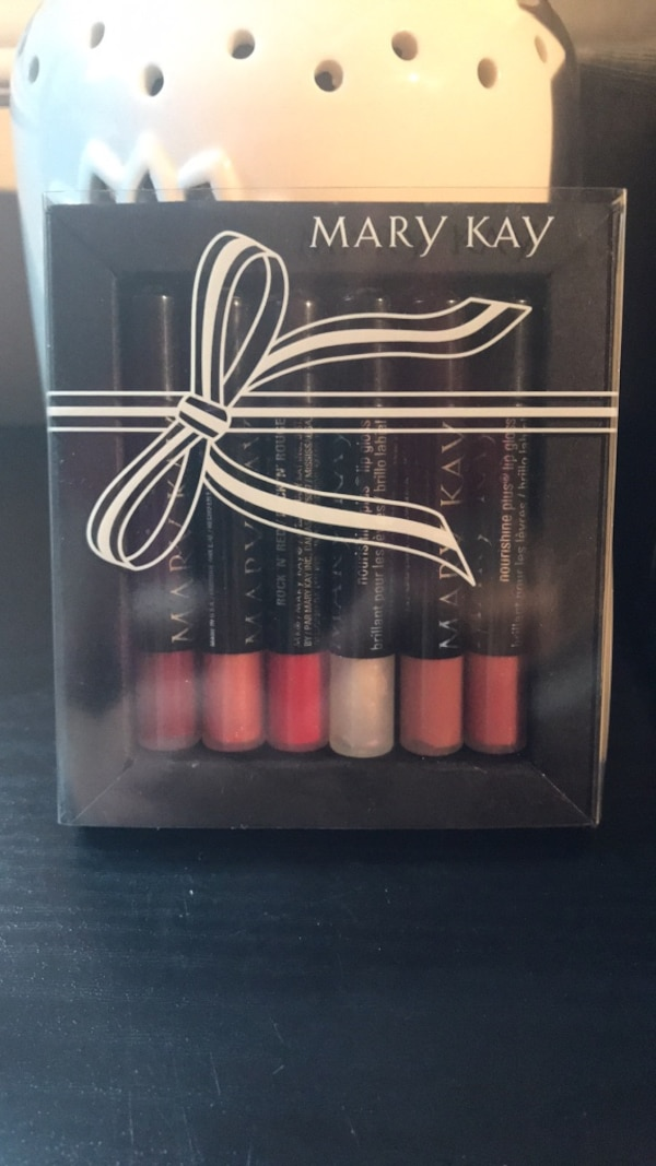 Mary Kay Lip Gloss Kit 9b9ae88f-4478-4102-82d5-8461b0edcb09
