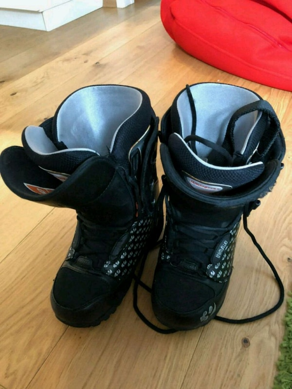 Snowboard shoes, size 38