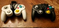 set of 2 game cube controllers
