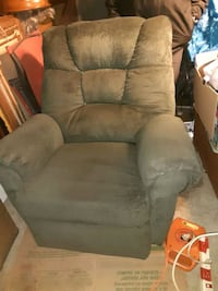 recliner very comfy asking 60 dollars obo St. Cloud, 56303