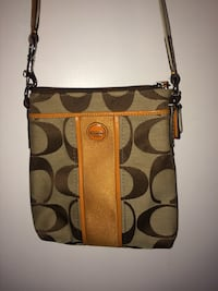 Women's COACH cross body purse  Burlington, L7P 2E4