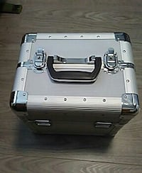 silver jewelry/makeup box New Westminster, V3L 3R5
