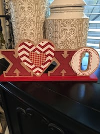 red, brown, and white Xoxo freestanding letter