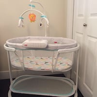Fisher-Price Soothing Motions Bassinet in Windmill Surrey, V3R 3R4