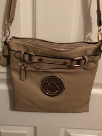 Soft leather cross body purse Waterdown, L8B