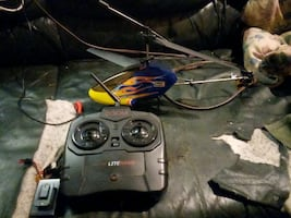 Revell RC HELICOPTER WITH BATTERY AND 2.4 GHZ VONTROLLER WITH CHARGER