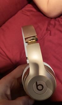 Beats solo 3s pink