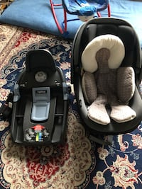 gray and black convertible infant car seat Laval, H7V 3S6