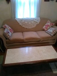Couch and coffee table (Freeport) Freeport, 61032