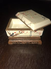 Ceramic jewelry box Chicago, 60629
