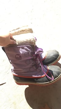purple-and-black Sorel duck boots Mississauga, L5N 8C1