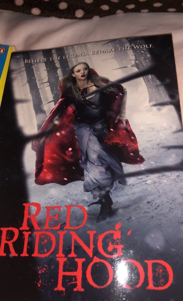 2 books Red riding hood and the fault in our stars 6ba4e83c-3b80-4cf2-a3ec-87a91fa5b665