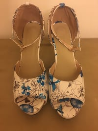Pair of gold & blue floral high heels (size 10) Frederick, 21703