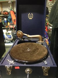 Viceroy Portable Record Player in case, needs fixing $100 gr8 4 movie prop New Westminster, V3M