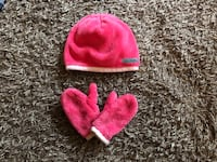 Toddler girl's hat and mitten set