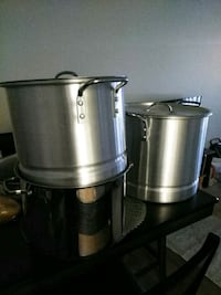 two gra stainless steel stock pots Pomona, 91766