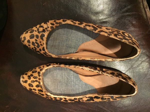 34f828d72e8c Used Women s pair of black-and-brown leopard skin print pointed-toe flats  for sale in South Middleton