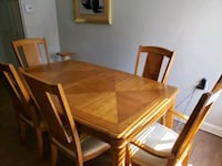 rectangular brown wooden table with 5 chairs Montréal, H8S 2Y9