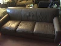 Bahaus leather couch,great shape, Oshawa, L1H 7Y9
