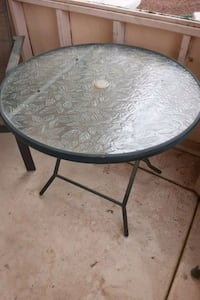 Collapsible patio table
