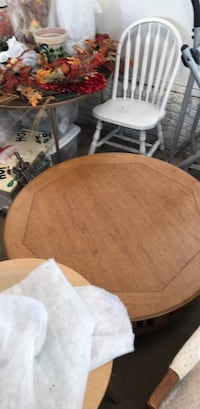round brown wooden table with chairs Des Moines, 50315