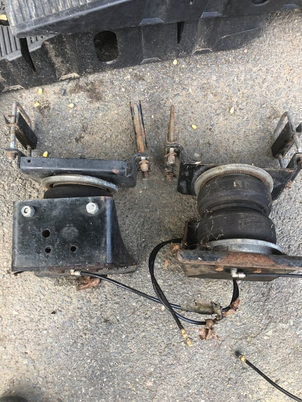 Ford air lift / air bags complete like new! $220 obo 102b9396-b924-42a3-acd7-f89c66d53134